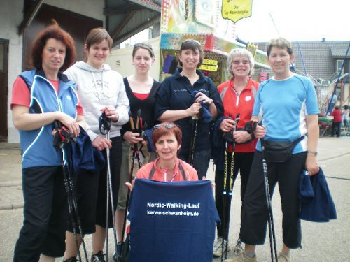Nordic Walking Gruppe bei Kerwe in Schwanheim